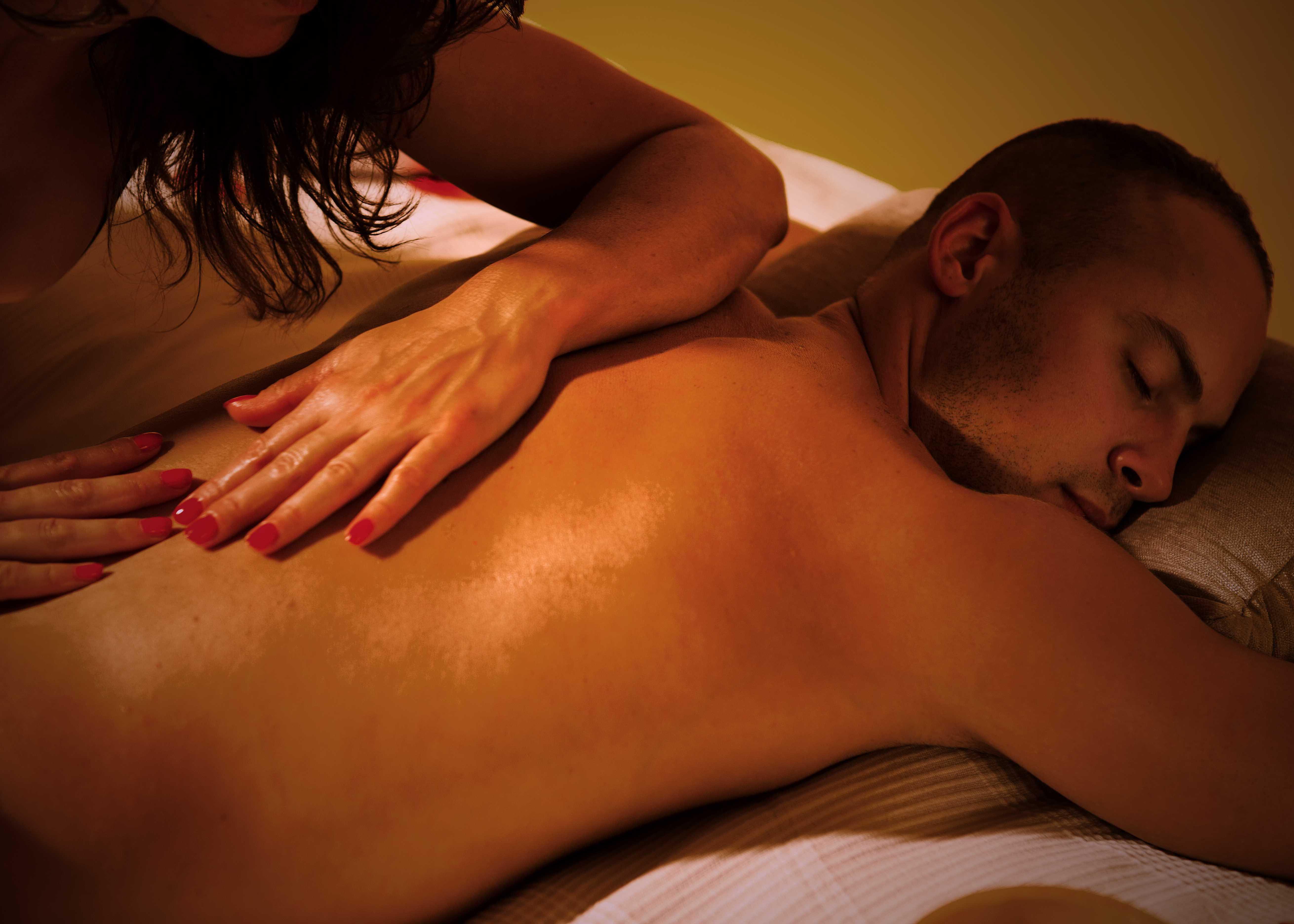 фото интимного массажа девушкам